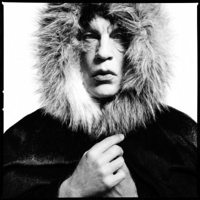 david-bailey-mick-jagger-fur-hood-1964