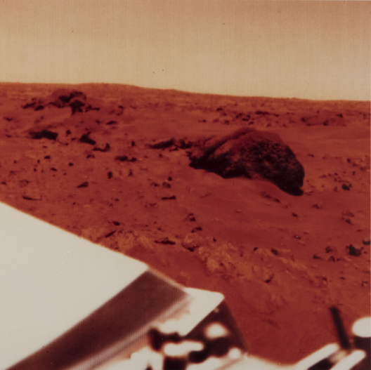 chryse-planitia-22-5-nord-47-8-ouest-23-aout-1979-midi-heure-locale-a-l-atterrissage