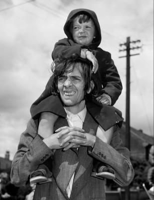father-and-son-watching-a-parade-newcastle-upon-tyne-1980
